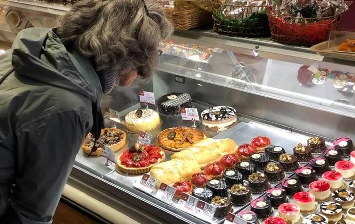 Promenade: Hélène découvre la Pâtisserie de la gare