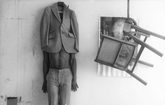 Galerie Jano Lapin, l'invitation de se poser des questions
